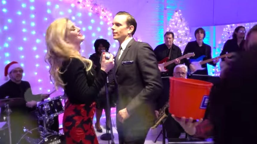 Hot Clip of the Day: Stars of Broadway's Chicago Throw th...