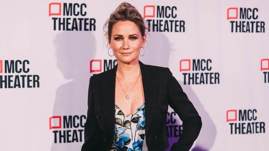 Jennifer Nettles Shares Stories Behind Broadway Song Choice…