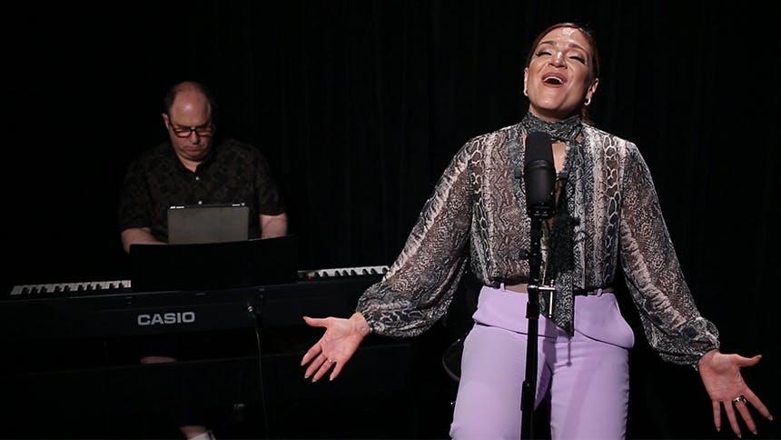 Broadway Unplugged: Shoshana Bean Performs A Stunning Ren...
