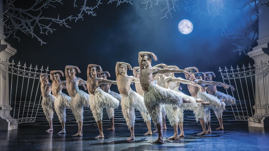 Check Out the Three Stunning Ballet Dancers Splitting the...